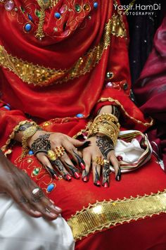 Sudanese Bride - they totally do this type of henna for weddings, particularly the fire-like fingertips.