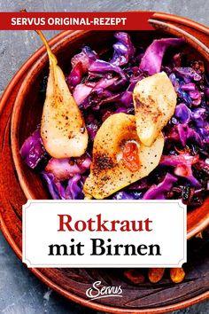 Wir verfeinern unser Rotkraut dieses Mal nicht mit Äpfeln, sondern mit Birnen und lassen es 48 Stunden in einer Rotweinmarinade ziehen, bevor wir es mit dem Gewürzsackerl im Topf behutsam weich garen. #rotkraut #rotkohl #rezepte #rezept #rezeptideen #hausmannskost #ichliebeessen #österreich #österreichischeküche #kochen #regionaleküche #regionalkochen  #servus #servusmagazin #servusinstadtundland Red Cabbage Recipes, Koken