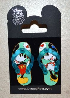 Disney Pin Trading Set 500x700 Disney Pin Trading: Rules and Etiquette for Enjoying the Experience