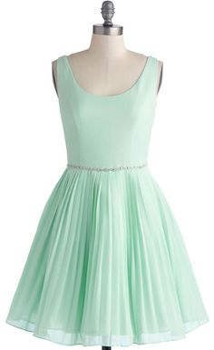 chiffon party dress in mint http://rstyle.me/n/bgdrjnyg6