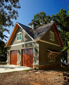 Lake House Cabana traditional garage and shed: Exterior color Garage House, Carriage House Garage, Dream Garage, Garage With Loft, Garage Apartment Plans, Garage Apartments, Above Garage Apartment, Barn Apartment, French Apartment