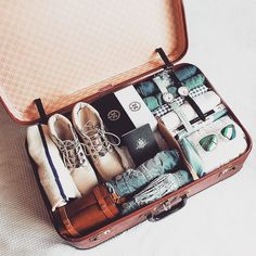 Simple tips to prevent lost luggage packing for a trip// travel the world i Vacation Packing, Packing Tips, Travel Packing, Travel Luggage, Travel Bag, Travel Style, Travel Tips, Luggage Packing, Baby Travel