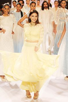 Dia Mirza with models on the ramp on Day 3 of the Lakme Fashion Week 2014