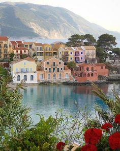 """296 """"Μου αρέσει!"""", 7 σχόλια - Whispers of Greece 🇬🇷💙🧿 (@greece_whispers) στο Instagram: """"Lovely Assos🇬🇷💙 ~~~~~~~~~~~~~~~~~~~~~~~~~~~ The artist @rachaqui  Location 📍Kefalonia…"""" Mykonos Greece, Crete Greece, Athens Greece, Santorini, Places To Travel, Travel Destinations, Places To Go, Greek Isles, Greece Islands"""