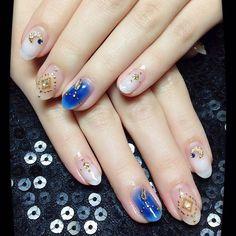 「爽やかカラーのエスニックネイル #gelnail #nails#blue#white#cheek#moon#ethnicnails #ネイル#ネイルサロン#ジェル#爽やかカラー#エスニック風#チークネイル#オリエンタル#フェザー#前橋市#pinkkey」