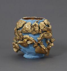Takuro Kuwata  Sky-slipped Gold Kairagi Shino bowl Photo:Kenji Takahashi (C)Takuro Kuwata,courtesy of Tomio Koyama Gallery