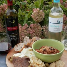 September 27, 2015 - Pelee Island Winery 2013 Cabernet Franc and Gewurztraminer Riesling with Chipotle, Chorizo, and Bean Dip.  Red or White?          Master the dip and satisfy both the red & white lover with Pelee Island Gewurztraminer Riesling & Cabernet Franc served with this chorizo chipotle bean d  - See more at: http://www.essexcountywineries.ca/wines/2015/20150927.htm#sthash.uDQ5Y174.dpuf