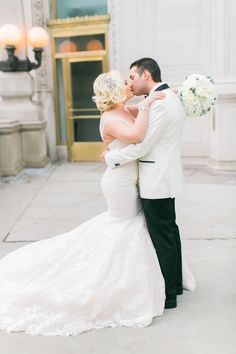 Love this #bride and #groom shot from #wedding #photographer @ashleybiess