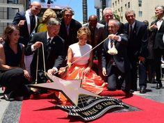 Jennifer López devela su estrella en Hollywood