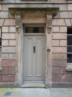 Love this door, itching to give it a bit of tlc...guerilla restoration anyone?