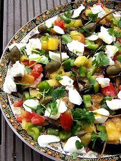 Ottolenghi: Salade daubergines, salsa tomate-câpres et buffala