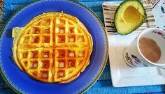 Café da manhã   Omelete na maquina de waffer  Omelete  meio avocado cerca de 70 gramas com adoçante café com leite desnatado  Receita do omelete 2 ovos inteiros 1 pedaço de queijo de búfala  Misturar todos os ingredientes em uma frigideira antiaderente fritar em fogo baixo com um fio de azeite  #foconadieta #lowcarb #healthyfood#egg #breakfast #dietaetreino #dietaeterna #comidadeverdade #saudeebemestar #omeletefit #ovos #cafedamanha #biomassadebananaverde #omelete #instafome#waffer…