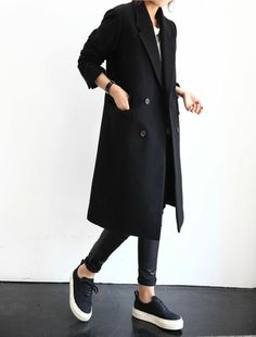 Paris Outfits, New Outfits, Fashion Outfits, Winter Coats Women, Coats For Women, Schwarzer Mantel Outfit, Nice Clothes For Men, Black Coat Outfit, Junior Outfits