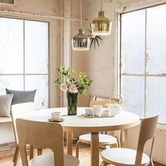 Artek's A330S pendant, also known Golden Bell, has truly stood the test of time. (finnishdesignshop.com) Dining Area, Dining Table, Alvar Aalto, Icon Design, Design Shop, Nordic Style, Scandinavian Interior, Beautiful Interiors, Aurora