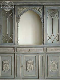 Her Majesty The Queen:I was asked to renovate this impressive hutch. I am pleasantly surprised by these furniture that, despite their volume, they fascinate with their beautiful ornate carvings.I used Annie Sloan chalk paint :for the inside Original,for the outside French Linen two coats , Country Grey and Antoinette on the details and dry brush on the carvings, and sealing with a mixture of clear wax-Country Grey!Irida Kyriakopoulou #anniesloan #chalkpaint #vieuxmerveilleux… Annie Sloan Chalk Paint Furniture, Grey Painted Furniture, Her Majesty The Queen, I Am A Queen, Dry Brushing, Carving, The Originals, Wax, Coats