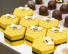 Bumble Bee Hive Favor boxes set of 4 by FestivaPartyDesign on Etsy Baby Shower Cupcakes Neutral, Bee Cupcakes, Bumble Bee Birthday, Mommy To Bee, Bee Boxes, Bee Theme, Bee Keeping, Favor Boxes, Gift Boxes