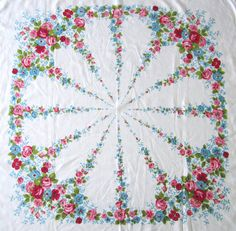 vintage tablecloth so lovely Vintage Love, Vintage Floral, Vintage Decor, Floral Tablecloth, Vintage Tablecloths, Vintage Textiles, Vintage Antiques, Linens And Lace, Linen Fabric