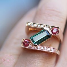 We love the structure of this graphic ring with green tourmaline by french designer Tiber Joaillerie Gems Jewelry, Jewelry Gifts, Jewelry Box, Fine Jewelry, Paper Jewelry, Diamond Jewellery, Statement Jewelry, Silver Jewelry, Jewelry Necklaces