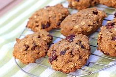 There is a time and a place for cookies, andbreakfast usually doesn't fit the bill. Yield : 12 cookies serving size 1 cookie Smartpoints :7 Ingredients : 3/4 cup whole-wheat pastry f…
