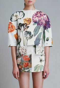 large botanical florals, looking at scale  Stella McCartney, outfit de primavera, spring, look www.PiensaenChic.com