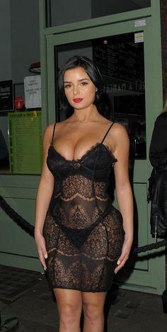 Demi Rose ve stylu chytré horákyně