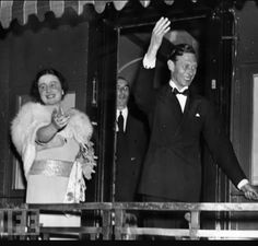 King George VI and H. Queen Elizabeth (later H. Queen Elizabeth, the Queen Mother) wave goodbye from the train as they left America in their 1939 tour. Lady Elizabeth, Princess Elizabeth, George Vi, Royal Family Pictures, English Royal Family, Duchess Of York, Queen Mother, British Invasion, British Monarchy