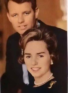 Ethel & Bobby Kennedy 1962 Magazine Photo