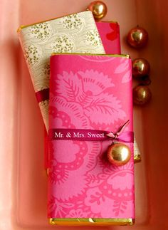Gift Packaging Ideas: Ribbon & Bell Wrapped Chocolate Bar