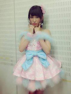 女性アイドル、歌手の可愛い衣装を貼るトピ