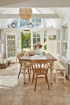 Planning a period home kitchen extension? 15 period home kitchen extensions Kitchen Units, Open Plan Kitchen, Country Kitchen, New Kitchen, Family Kitchen, Kitchen Interior, Kitchen Ideas, Victorian Kitchen, Victorian Homes