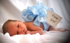 What a cute newborn picture idea. Going to suggest this to Brandi for Jace.     suggesthttp://www.thebabyshowerfavors.com/wp-content/uploads/2012/05/baby-shower-decor-baby-boy.jpg
