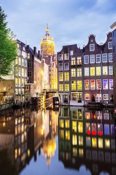 St Nicholas Church and reflections in the canal at night in. Amsterdam Holland, Visit Amsterdam, City Lights At Night, Night City, St Nicholas Church, Amsterdam Canals, Amsterdam Things To Do In, Big Ben, Netherlands