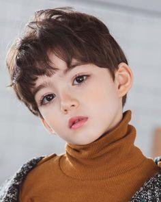 画像 why is this boy so handsome Cute Asian Babies, Young Cute Boys, Korean Babies, Asian Kids, Cute Babies, Pretty Kids, Pretty People, Kids Boys, Baby Kids
