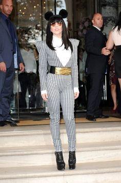 Lady Gaga - Lady Gaga Leaves Her Hotel
