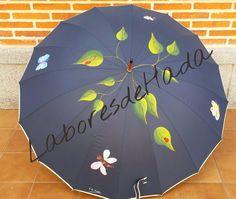 Paraguas con hojas, mariposas y libélulas
