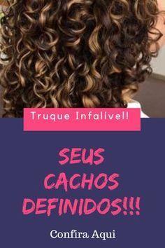 Quer seus cachos definidos passo a passo? Aprenda aqui a deixar os seus cachos definidos. Você pode escolher entre cachos definidos e volumosos e cachos definidos sem volume. #cachosdefinidos #cabeloscacheados Pelo Natural, Natural Hair Care, Natural Hair Styles, Extreme Hair Growth, Hair Beauty, Beauty Skin, Curly Girl, How To Make Hair, Curly Hair Tips