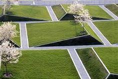 Przykład JAK NIE PROJEKTOWAĆ - tak wygląda podejście do zieleni przez architekta - modernistę. Koncept (banalny) jest tu zawsze przed wewnętrzną logiką funkcjonowania natury..