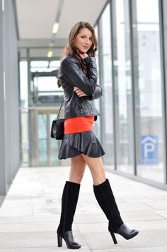 www.streetstylecity.blogspot.com Fashion inspired by the people in the street ootd look outfit sexy high heels legs woman girl skirt miniskirt leather boots