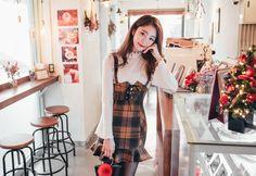 Frill Trim Long-Sleeved Tee CHLO.D.MANON | #feminine #koreanfashion #frill #wintertrend #datelook #kfashion #pretty #chic #girlish #dress #seoul #dailylook