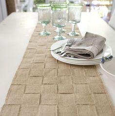 Este caminho de mesa com juta tem visual sofisticado, mas é muito fácil de ser feito (Foto: Divulgação)