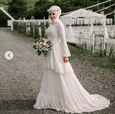 Güzel gelin wedding dresses with veil Wedding Abaya, Wedding Hijab Styles, Muslimah Wedding Dress, Wedding Dress With Veil, Weeding Dress, Muslim Brides, Pakistani Wedding Dresses, Modest Wedding Dresses, Bridal Dresses