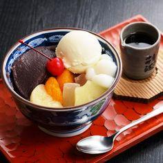 クリームあんみつ Cream-Anmitsu : jelly with fruits, ice cream, sweet red bean, and sweet syrup on the top Japanese Sweets, Japanese Food, Red Beans, Smoothie Bowl, Jelly, Ice Cream, Treats, Fruit, Desserts