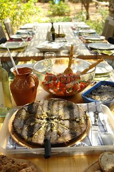 dining al fresco Wine Recipes, Great Recipes, Under The Tuscan Sun, Italian Summer, French Countryside, Al Fresco Dining, Outdoor Dining, Italian Recipes, A Table