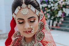 Indian Wedding, Wedding Ceremony, Bride, Bridal Jewellery, Traditional Jewellery, Rajasthani Jewellery, Jewellery, Rajput bride, headpiece, Head Accessory, Bridal Accessories, Sheeshpatti, Mathapatti Bridal Makeup Looks, Bride Makeup, Bridal Beauty, Bridal Looks, Bridal Style, Dark Purple Highlights, Red Eyeshadow Look, Rajasthani Bride, Desi Bride
