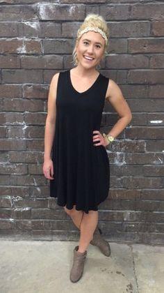 ⓡⓔⓢⓣⓞⓒⓚⓔⓓ This soft, sleeveless, v neck, shift dress has been restocked in black and aqua! - $27 #restocked #shiftdress #newarrival #apicotlanedesmoines #favorite #musthave #spring #springfashion #apricotlane #shopalb
