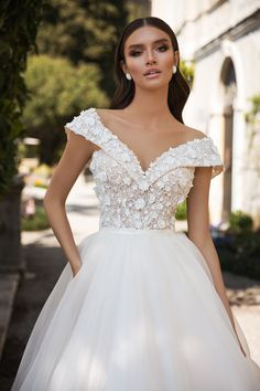 Visit the website of the Vasylkov brand and choose fashionable, modern, and affordable wedding dresses wholesale. European Wedding Dresses, Stunning Wedding Dresses, Affordable Wedding Dresses, Blue Wedding Dresses, Wedding Dress Sleeves, Bridal Dresses, Wedding Gowns, Bridal Hair Down, Dress Wedding