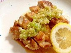 「鶏肉のカリカリ焼き☆ネギ塩レモンソース」鶏モモ肉をカリカリに焼き、ネギ塩ソースをかけて下さい♪レモンの酸味がたまらなく鶏肉とマッチします☆【楽天レシピ】