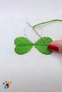 How to embroider tree leaves easily :) Sewing Stitches, Hand Embroidery Stitches, Ribbon Embroidery, Embroidery Art, Cross Stitch Embroidery, Embroidery Patterns, Sewing Patterns, Crochet Stitches, Sewing Hacks