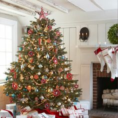 Red and White Christmas Decorations - Red Christmas Decorating Ideas - Good Housekeeping Metal Christmas Tree, Beautiful Christmas Trees, Noel Christmas, Christmas Balls, White Christmas, Christmas Ideas, Victorian Christmas, Christmas Ornaments, Christmas Mantles