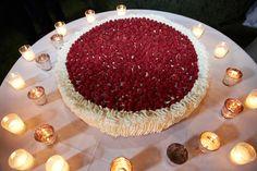 Torta nuziale con frutti di bosco. Le torte nuziali di Preludio Catering. Banqueting per matrimoni, menu per ricevimento matrimonio. Wedding ideas, raspberies wedding cake.